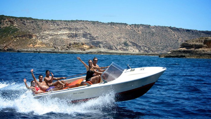 Boat rental at Christmas